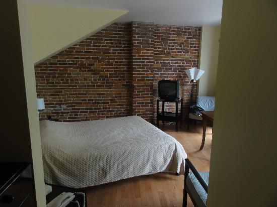 L'Hotel Belley: Chambre orientée vers le port