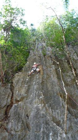 El Nido Resorts Miniloc Island: climbing the rock!