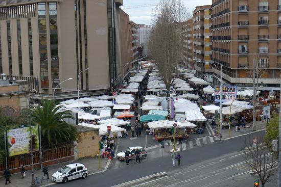 B&B Vecchia Stazione: Il mercato di Porta Portese