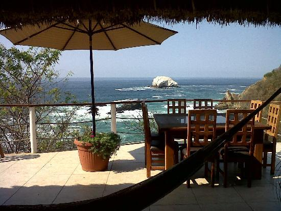 Casa Sol Zipolite: The view from the kitchen / social area =)