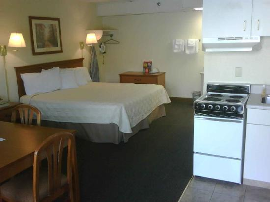 Valley Forge Inn : room 137 (lrg suite)