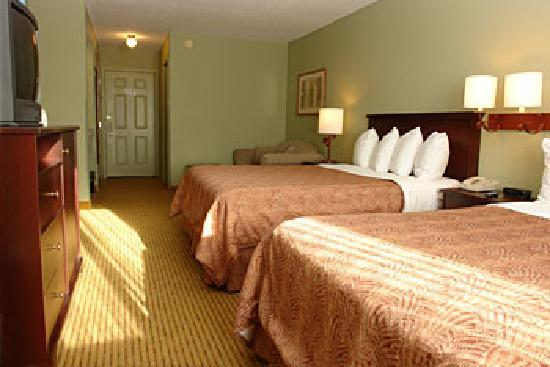 Best Western Plus Concord Inn: Family room with 2 queen beds and sofa bed