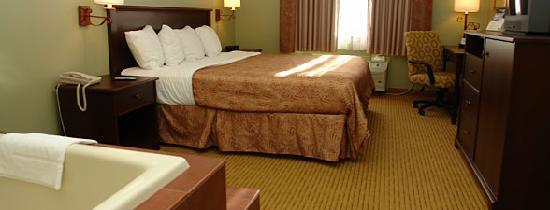 BEST WESTERN PLUS Concord Inn: 1 King bed with whirlpool