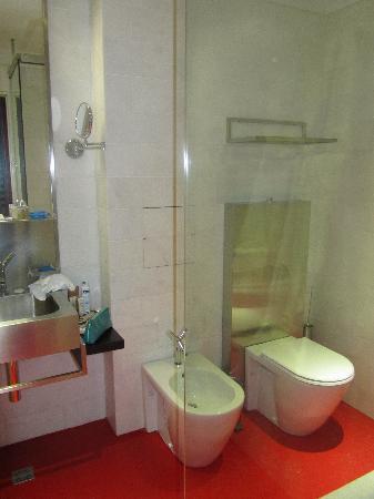 Golden Apple Boutique Hotel: ga bathroom