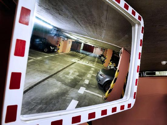 Marrol's Boutique Hotel Bratislava: Underground Garage