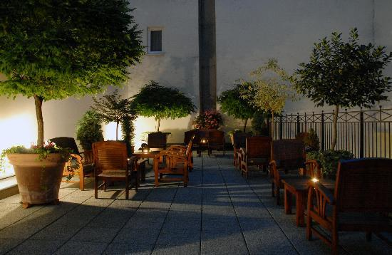 Marrol's Boutique Hotel Bratislava: Summer Terrace Night View