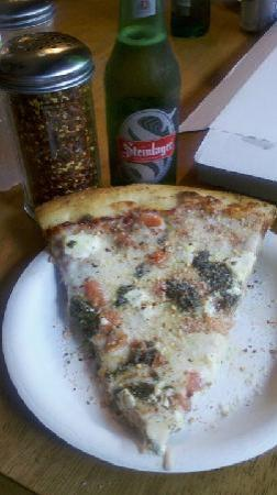 Hanalei Pizza: Pizza and Steinlager.