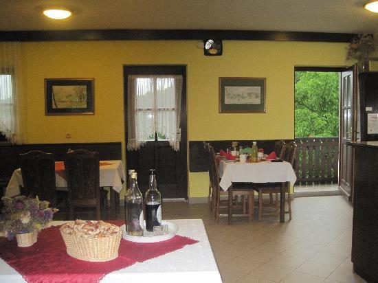 Zagar Tourist Farm: Dining Room