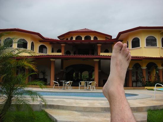 Villa Los Aires/Las Aguas Lodge: The pool and my foot