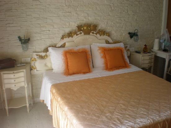 B&B Villa Valeria: letto suite