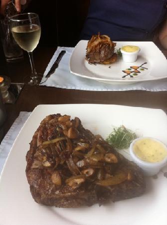 Strandhill Lodge and Suites Hotel: steak. mmmmmmmmm...
