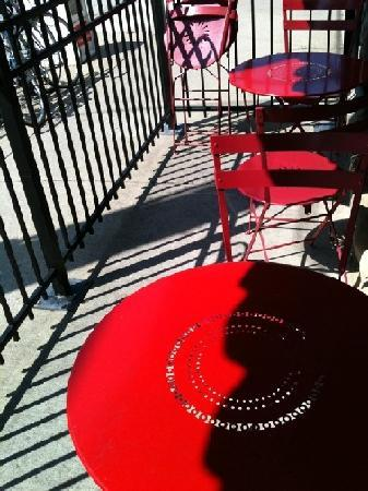 le Petit triangle: outdoor seating