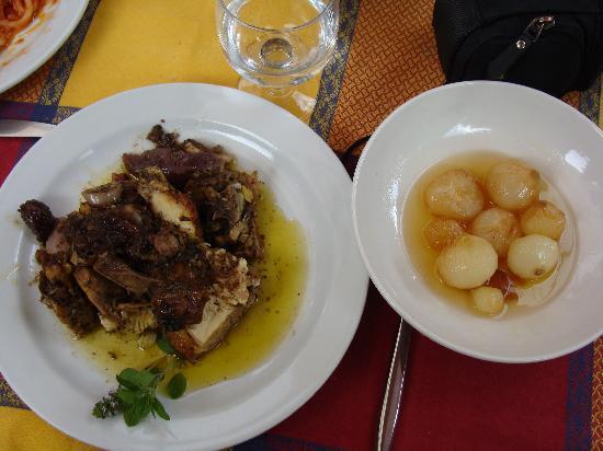 Ciciano, İtalya: Gallo sbronzo e cipolline