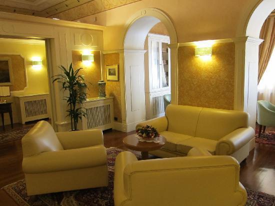 La Residenza: sitting area