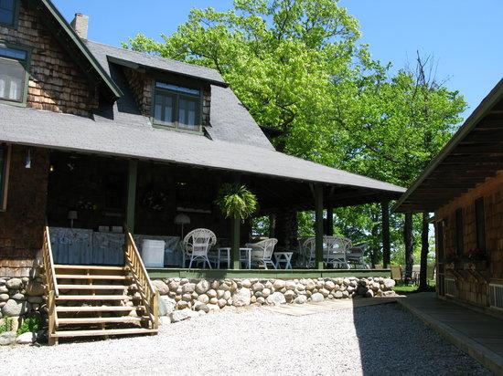 Whaleback Inn : area where breakfast is served