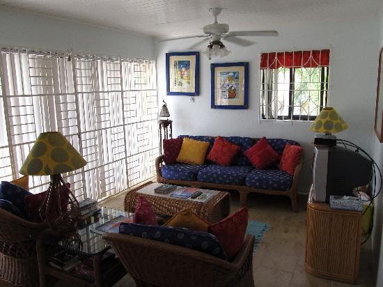 Island Paradise Beach Village: livingroom