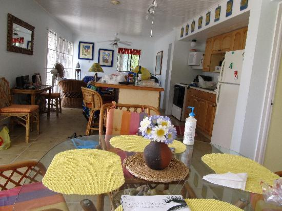 Island Paradise Beach Village: dining area