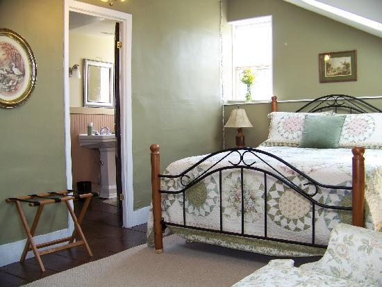 Black Walnut Bed and Breakfast: The Owasco Room