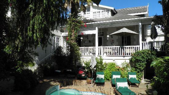 Blackheath Lodge : The pool and the veranda