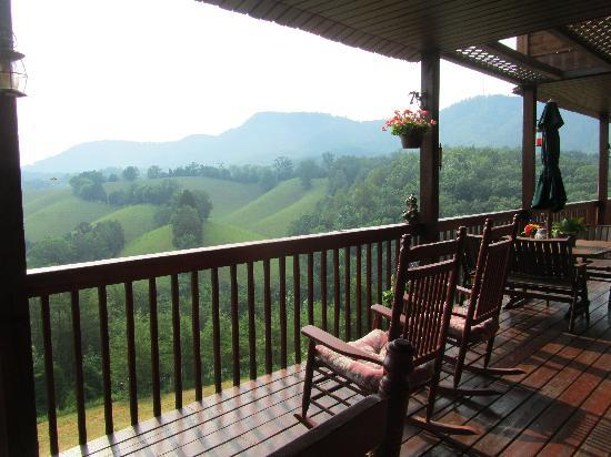 Berry Springs Lodge: back deck