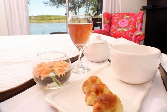 Nueva Palmira, Uruguay: Vista de la Laguna Solis desde la habitación roja. Ideal para desyunar en la cama.