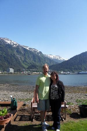 Beachside Villa Luxury Inn: We stood out front showing our view of Juneau