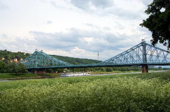 Blaues Wunder (Loschwitzer Brücke): Brücke