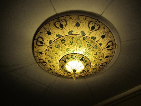 Pensione Guerrato: Lightshade in hallway.