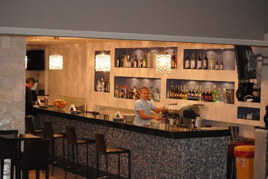 The Magnolia Resort: Inside the Bar.