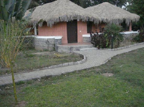 Kadkani River Resort: Picturesque Dens