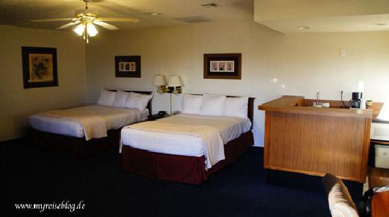 Pahrump, NV: 2 Queen Bed Room