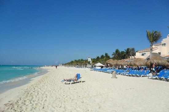 plage en face du maya - Picture of Viva Wyndham Maya, Playa del ...