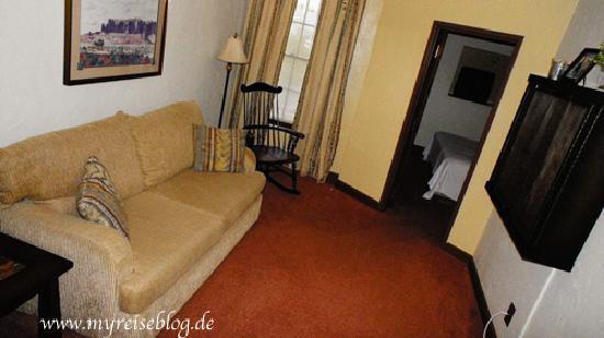 Boulder Dam Hotel: Wohnzimmer 1 King Suite