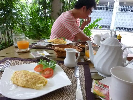 WOW Bangkok: generous breakfast02
