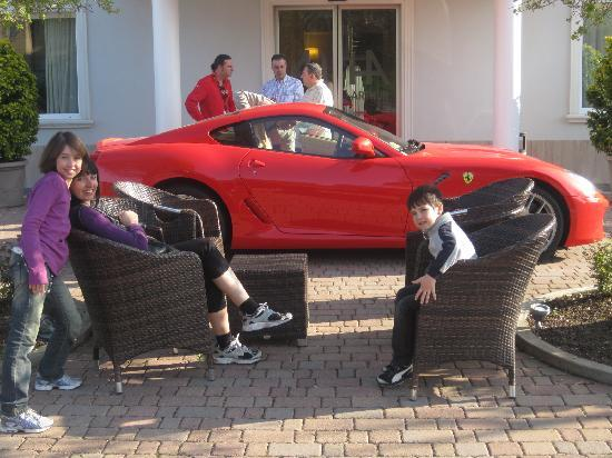 Hotel Arthur: pick up Ferrari in Hotel