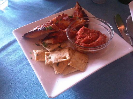La Trattoria Restaurant: crostini e cracker con salsa di pesce