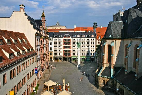 Motel One Leipzig-Nikolaikirche: View of the square from our room