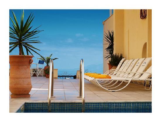 Reverie Santorini Hotel : pool
