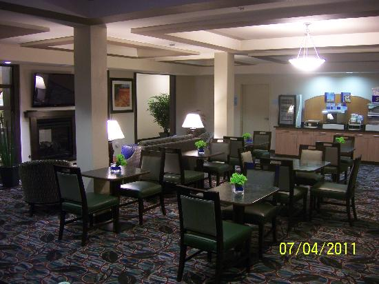 Holiday Inn Express & Suites El Paso Airport Area: The Cafetaria