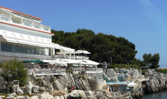 Hotel du Cap Eden-Roc: Hotel pool and sea area
