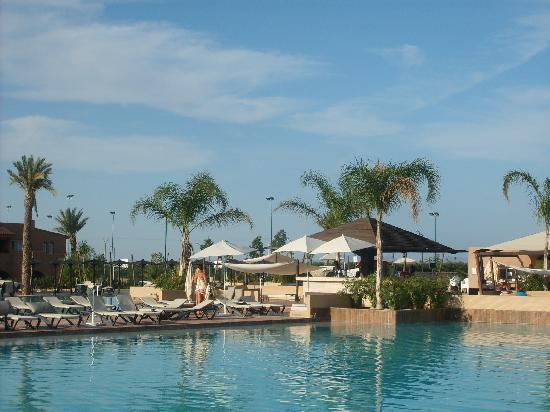 ClubHotel Riu Tikida Palmeraie: across the pool