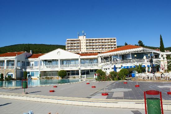 Selce, Croacia: Het zwembad en het hotel