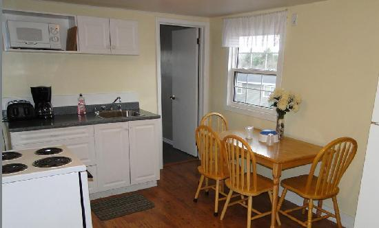 Homeward Inns of Canada: Kitchen in Two Bedroom Suite