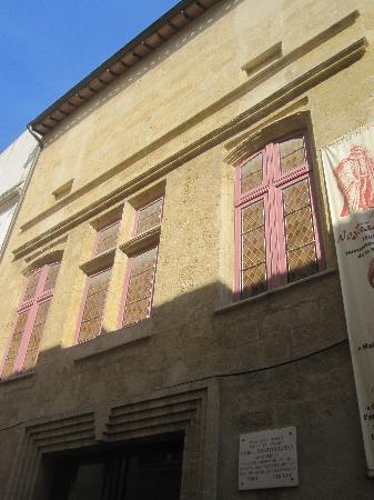 We went when there was no crowd at all and it was still for Cash converter salon de provence