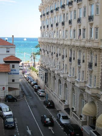 Mercure Cannes Croisette Beach: view from balcony