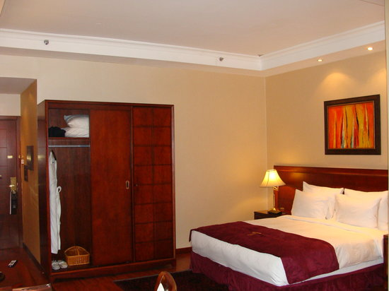 Trianon Hotel : King size rooms with all amenities
