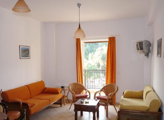 Anthi Apartments : Living room
