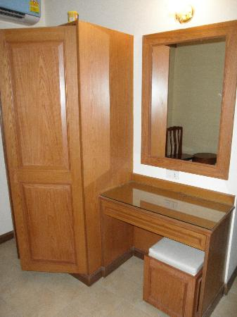 Siam Hotel: working desk and cupboard