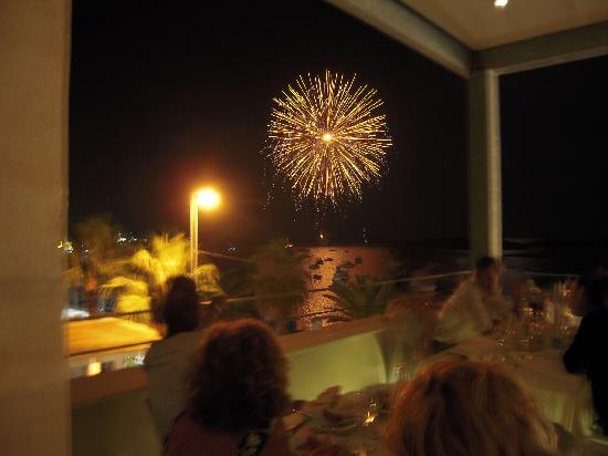 Hotel Grecale : a cena in terrazza...guardando i fuochi artificiali