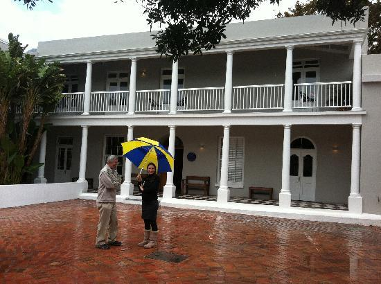 The Three Boutique Hotel: Natalia helping us in the rain with her brightly coloured umbrella